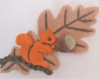 Handcrafted felted wool oak leaf with squirrel and acorn autumnal brooch eco friendly woodland jewellery nature inspired OOAK original gift