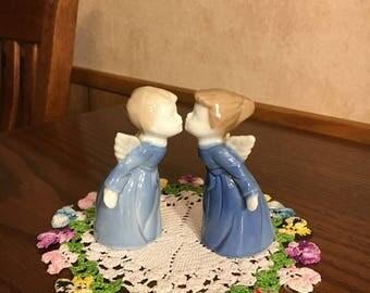 Kissing Angels Cherubs