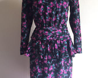 Vintage 80s does 40s Wiggle Dress | Black and Purple Floral Peplum Dress | Size M