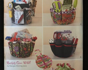 Simplicity 1556 - Buckets Gone Wild Drawstring Organizer with Removable Zipper Pouch