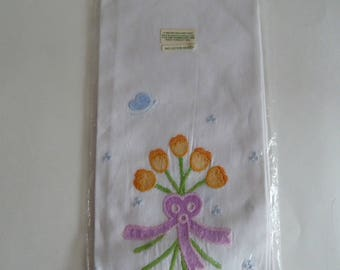Embroidered Applique/Guest Tea Towel/Lillian Vernon 1985/Vintage Hand towel Spring flower ribbon bow and butterfly/100% Cotton/Shabby Chic