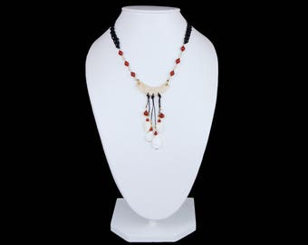 Macrame ethnic necklace handmade with handmade leather. I said of pearl and Agate stone carnelian.  Includes matching tendrils.
