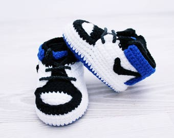 Crochet baby shoes Baby sneakers Baby booties Handmade shoes, Baby gift, Crochet baby booties, Baby shower, Baby gift set, Baby slippers,