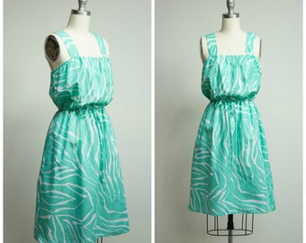 Vintage 1970s Dress • Animal Attraction • Sea Foam Green 70s Cotton Sun Dress Size Small