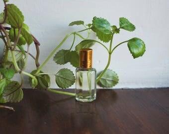 Light Sandalwood Perfume oil (10ml)