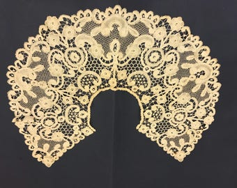 Superb 1800s antique lace collar  precious collectible Belgian Handmade finest bobbin lace Shabby chic Victorian fashion  lady Couture