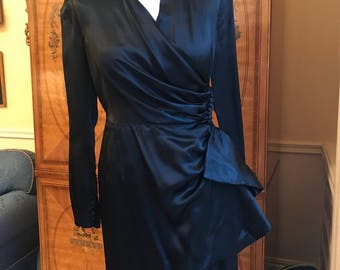 1930s evening dress black satin Small.SUPERB! For dress collection , 1930 revival, grand vintage re enactment...