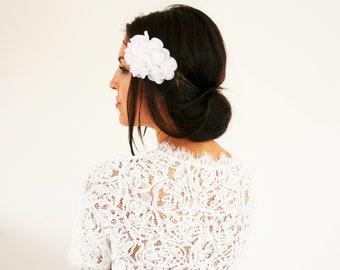 Headband mariée fleurs blanches mariage champêtre, accessoire cheveux mariée fleurs blanches mariage bohème