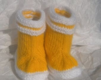 Slippers hands seamless knitted reborn or baby rain boots