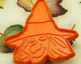 1973 Hallmark Dark Orange Halloween Witch Head Plastic Cookie Cutter