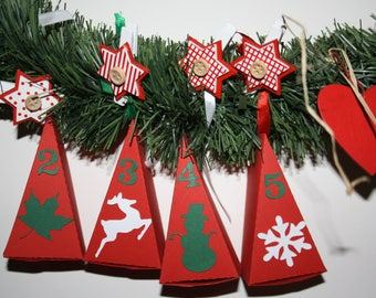 Set of 24 Red triangular boxes for advent calendar + numbers + silhouettes Christmas tag