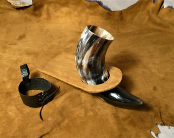 Drinking horn, Viking style, wide and beautiful colors, with stand and holster