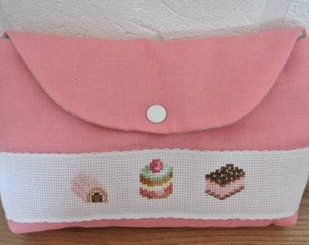 Make-up 'Strawberry' embroidered pastries