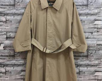 Vintage!!! BURBERRYS trench coat.. made in england..vintage coat beige colour.. size M/L