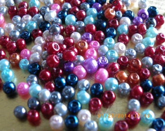 300 Pearl 3 mm with a colourful glass beads