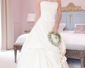 Romantic ivory lace wedding dress