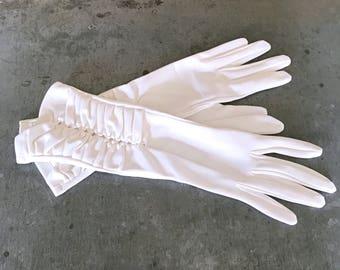 White vintage gloves, vintage bridal gloves, vintage wedding gloves, white gloves, white gloves, vintage gloves, white bridal gloves