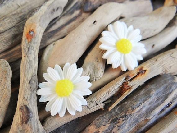 Medium Daisy Stud Earrings Studs Sun Flower Summer Yellow Happy Festival Hippie Earring Boho Earring Ear Rings Sunflower