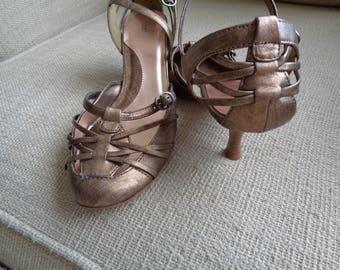 Fioni Size 9.5 women's bronze gold heels
