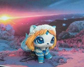 LPS custom white ice cat Crystal Maiden The Snow Queen