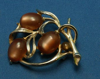 Vintage Lisner (?) Moonglow Lucite Thermoset Gold Tone Pin Brooch