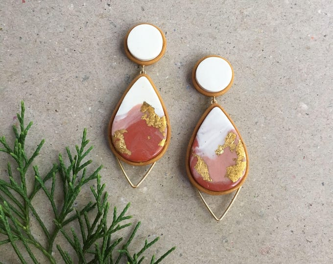 HORIZON DROP STUDS// Handmade white and terracotta marbled  drop studs // gold wirework earrings in polymer clay
