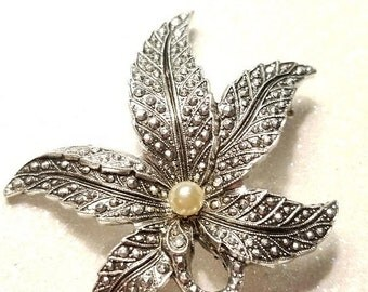 WOW SALE : Vintage Leaf Pin Brooch with Faux Pearl In center Silvertone Made in Western Germany