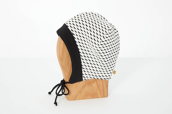LINOTTE - winter hat with prints, polar linning for baby and kids: boys and girls - black and white with triangles print