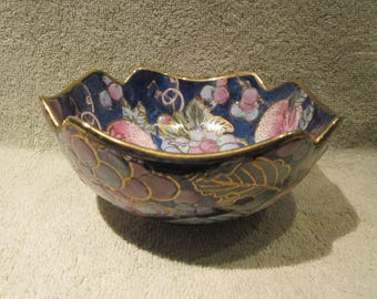 Asain Scallop Bowl Hand Painted with Gold accents Toyo Mfg China Mark