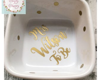 GOLD Mrs To Be Ring Dish Ring Holder, Engagement Gift, Future Mrs Gift, Personalized Ring Dish, Engagement Ring Dish, Bride to Be, Hen, Mrs
