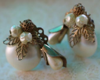 Bold & Beautiful, AMAZING <Unique Statement EARRINGS, 1950s, Clip on, Filagree, Drop Pearl,