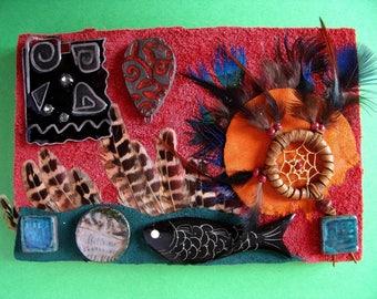 """Collage de cuirs,  tribal, assemblage, art ethnique """"piège à rêve de poisson à plumes"""""""