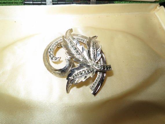Vintage silvertone marcasite leafy brooch