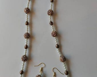Ivory and Brown Flowers Necklace