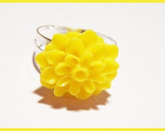 Resin cabochon Adjustable ring ♥ - ♥ yellow flower