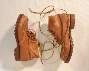 70s distressed work boots// Tan leather chukka combat lace up vintage// Women's size 7- 8 USA