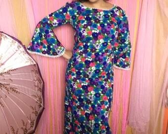 Groovy flower print bell sleeve maxi dress