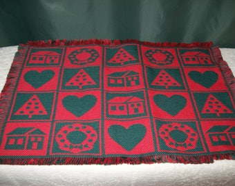 Set of 4 Vintage Reversible CHRISTMAS Placemats~Red ~Green~Wreaths~Christmas Trees~Hearts~Houses~Fringed Edges~Woven Fabric~Table Mats