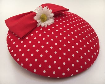 Fascinator red with white dots with loop and Daisy