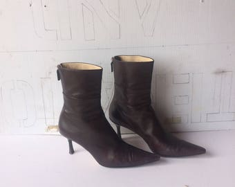 sz 8.5 b vintage GUCCI dark brown tumbled leather ankle boots -pointed toe-high heel-back zipper-all leather-made in ITALY