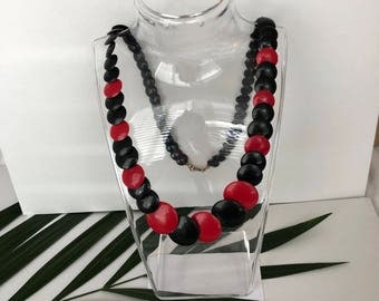 1980s Necklace - 80s Necklace - Red and Black Necklace - Plastic Necklace - Beaded Necklace - Flat Necklace - Vintage Necklace - Retro Gift