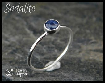 Blue jeans sodalite and sterling silver ring, 5 mm cabochon. Hammered finish, 1.2 mm ring. Skinny ring, thin ring, stacking ring.