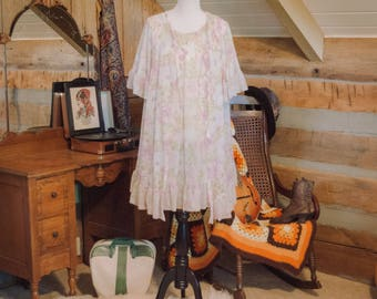 Super cute 1960's babydoll floral night dress and night gown