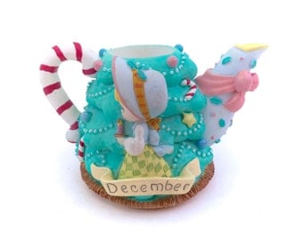 Vintage Precious Moment December Teapot Tea Kettle Christmas Tree Mini Candle Holder Ornament Santa Clause Xmas Holiday Decoration 90s
