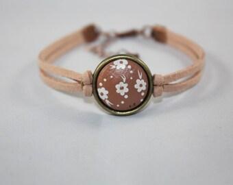 "Bracelet suedine ""Laurette"" small cream flowers on Brown background"