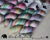 Deja vu Hand dyed yarn sock yarn superwash merino nylon speckled yarn fingering yarn grey pink blue green yellow 100g