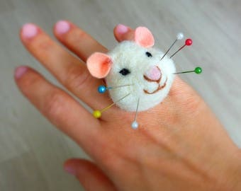 Mouse pincushion ring, Needle felted pincushion ring, Gift for sewists, sewers, seamstresses, Gift for mouse lover