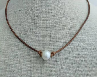 Pearl choker necklace, white pearl choker,  brown leather necklace, choker necklace, pearl and leather necklace, mothers day gift