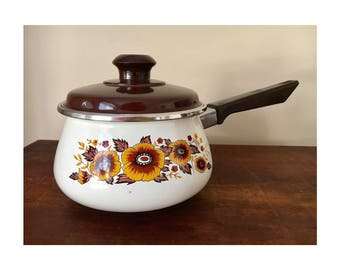 Vintage retro enamel pot medium