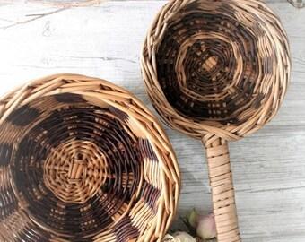 ON SALE 2 baskets vintage Wicker, bread basket, basketry Wicker, baskets in Wicker, country chic farm scene